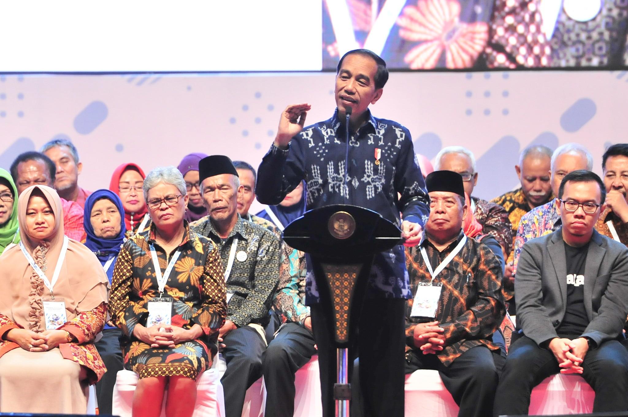 Presiden Jokowi memberikan sambutan pada peluncuran program Wirausaha ASN dan Pensiunan, di Sentul, Bogor, Jabar, Rabu (16/1) siang. (Foto: JAY/Humas)