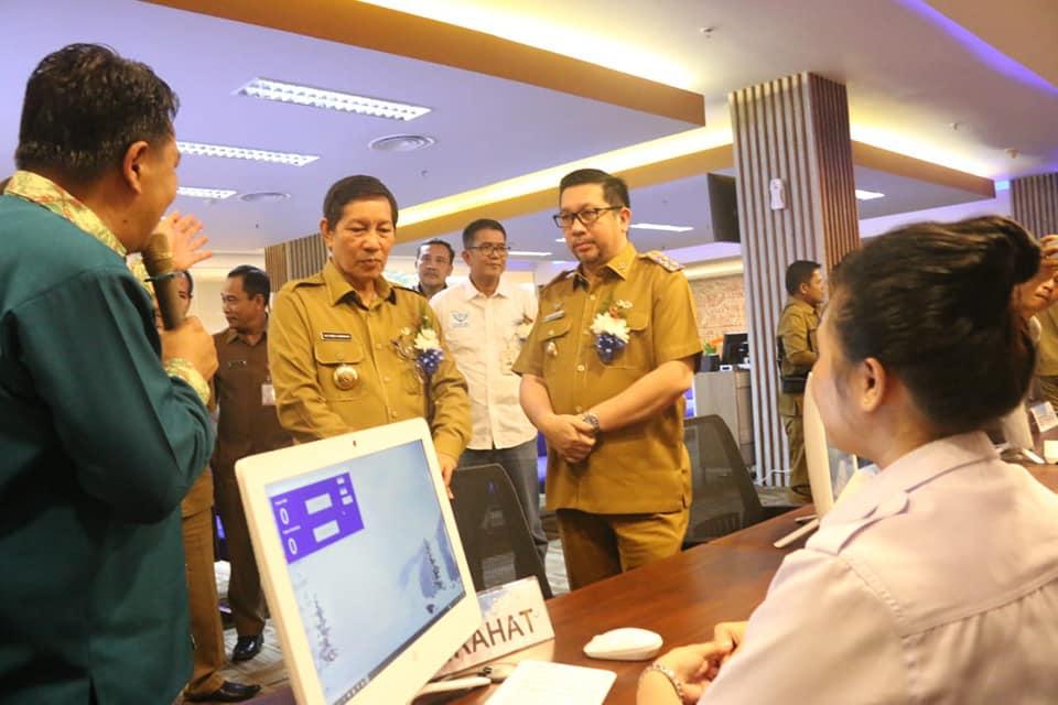 Walikota Kota Manado DR Ir GS Vicky Lumentut SH MSi DEA didampingi Wakil Walikota Mor Dominus Bastiaan SE