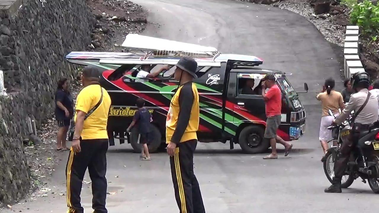 22 orang warga sudah terevakuasi, masing-masing 8 orang warga laki-laki, 10 orang perempuan, dan anak-anak 4 orang karena adanya guguran lava panas yang sudah masuk ke pemukiman warga