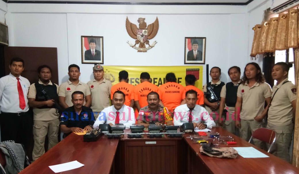 Empat pelaku (baju orange) yang berhasil diamankan oleh tim Polres Sangihe