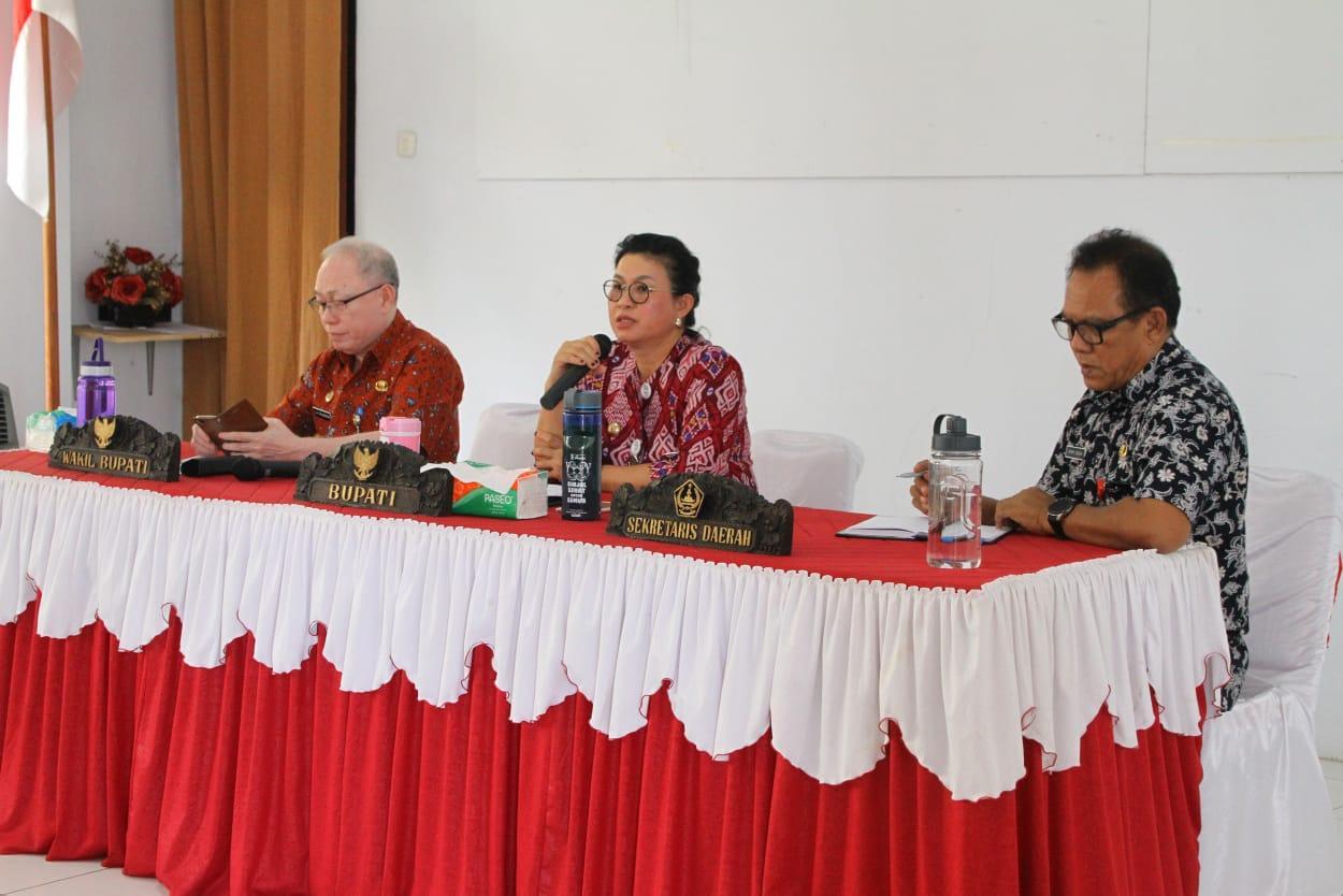 Bupati Sitaro Evangelian Sasingen SE memimpin langsung rapat kerja bersama Satuan kerja Perangkat Daerah (SKPD) bertempat di aula kantor bupati, Ondong