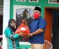 Wakili DPW SI Sulut Ketua DPC SI Mitra Artly Kountur Serahkan Sembako Bagi 50 Mustahag