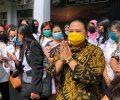 Puluhan Guruh Honorer Datangi Kantor DPRD Minut