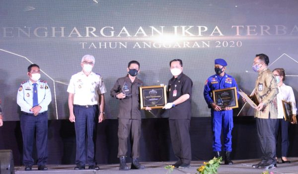Kajati Sulut Terima Penghargaan Terbaik II Kategori Pagu DIPA Sedang