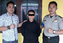 YP (Anis) diamankan polisi selaku tersangka tindak pidana penganiayaan yang dilakukannya terhadap korban seorang perempuan Dyke Ratuwalangon