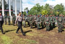 Kapolres Minahasa Selatan AKBP Arya Perdana, SH,SIK,MSi, saat melakukan pemeriksaan pasukan