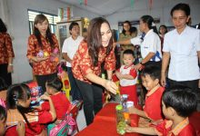 Hari Valentine Day, jajaran  Dewan Pengurus Dharma Wanita Persatuan (DWP) Kota Bitung melakukan kunjungan di Tama Bermain PAUD Madidir Ure dan TK Theresa