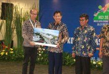Walikota DR Ir GS Vicky Lumentut SH MSi DEA di gedung Kompas Gramedia, menerimah penghargaan Kategori Kota Sedang Indeks Kota Cerdas Indonesia (IKCI) tahun 2018.