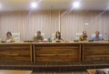 Rapat ini dipimpin oleh Walikota Manado DR. Ir. G. S. Vicky Lumentut, SH, MSi, DEA diwakili Sekretaris Daerah Kota Micler C. S. Lakat, SH, MH mengenai pembahasan lomba paduan suara